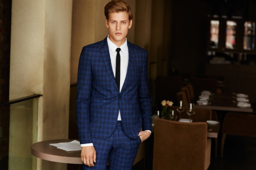 How to wear a modern suit?