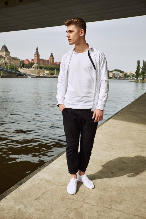 Czy męskie buty sportowe można nosić do eleganckich spodni
