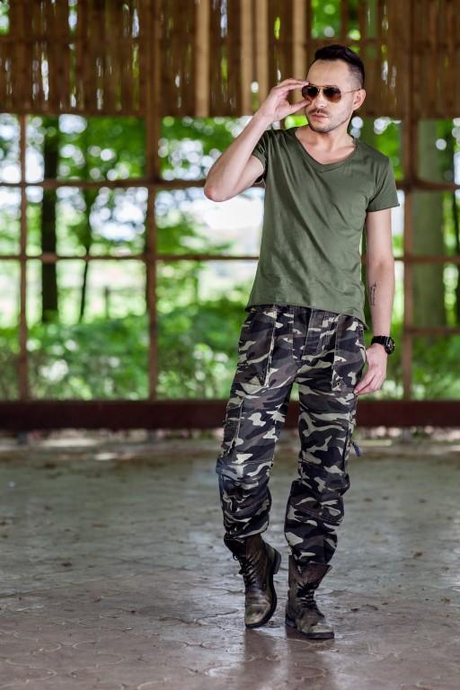 Перевірений комплект штанів карго з толстовкою з принтом бейсболкою і  модними снікерсами на товстій підошві. f8079200c1846