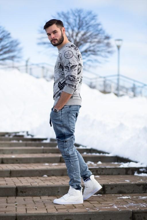 Все больше модными становятся вертикальные принты, одним из горячих  тенденций на мировых неделях моды, были принты, размещенные на тыльной  стороне футболок, ... 9224bc2eb90
